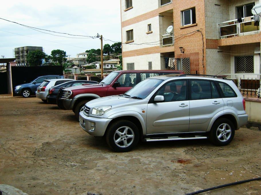 parking sécurisé avec voiture de location.et navette aéroport.