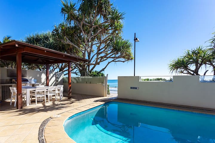 PortofinoFive 2 Bed Beach side Hastings St Noosa
