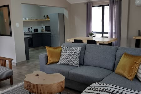 Lofty Guesthouse-  Modern, self catering