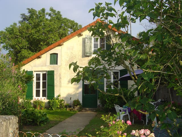 Holiday house by the river - Châtenoy-en-Bresse - Σπίτι