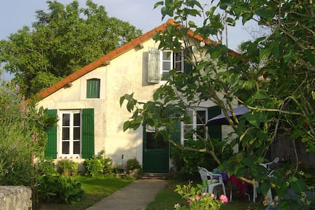 Holiday house by the river - Châtenoy-en-Bresse - บ้าน