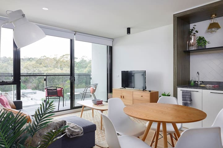 Deluxe Abbotsford 2B3B APT with Mountain View Yarra-Riverside Free WiFi Parking