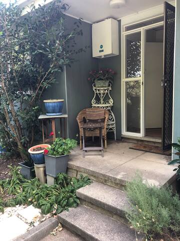 Private Garden flat in Lyneham