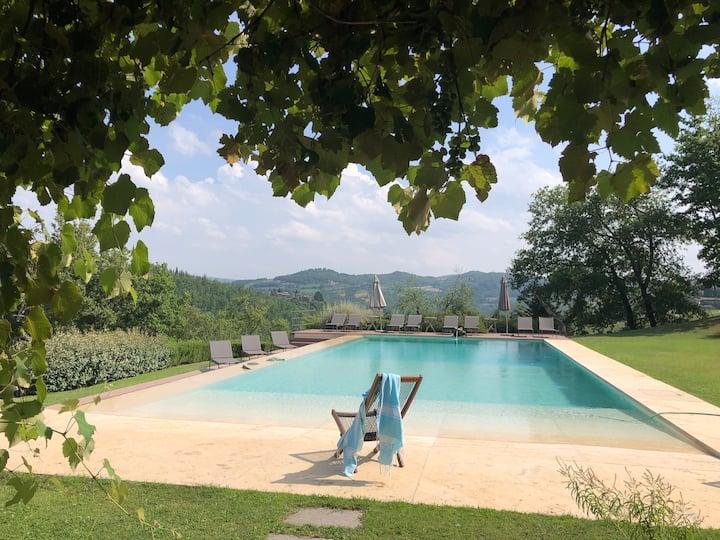 Cottage on heritage wine estate pool, tennis