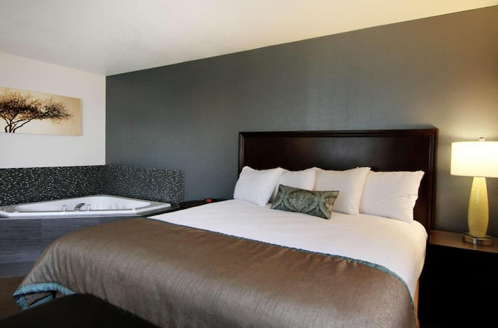 Contiguous Suite Double Bed At Good Location