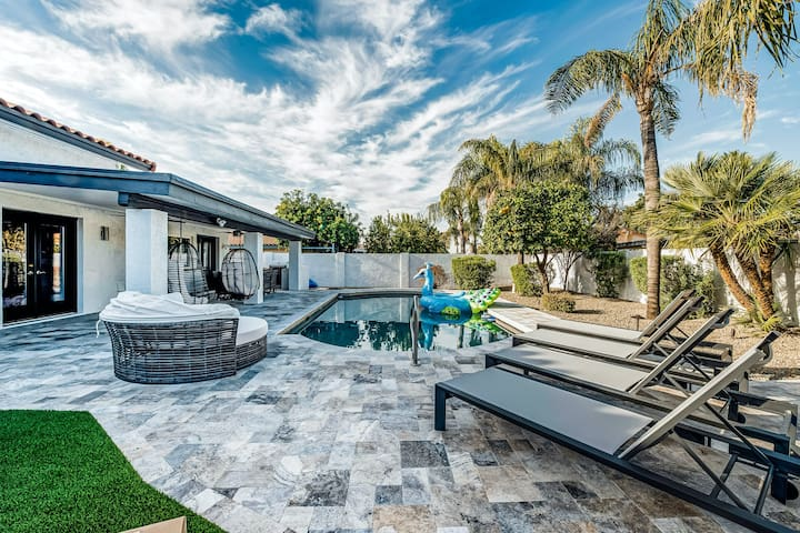 Large, dog-friendly home w/ private pool table, putting green, pool, & more!
