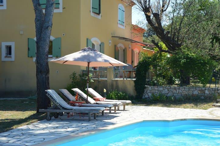 Les Rosiris, villa avec piscine , et vue superbe - Rians - Βίλα