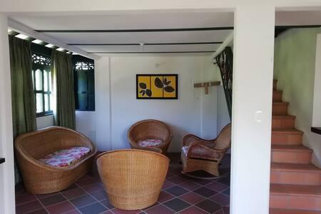 Apartamento confortable, con vista a la Serrania.
