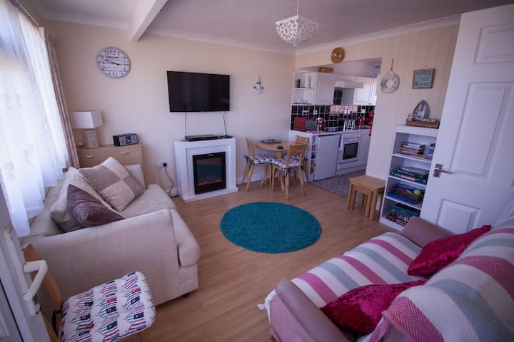 Light & Airy Chalet nr Beach, Broads & Gt Yarmouth