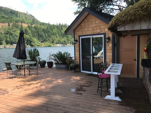 Cozy Cabin on 50 ft dock right on Lake Sutherland