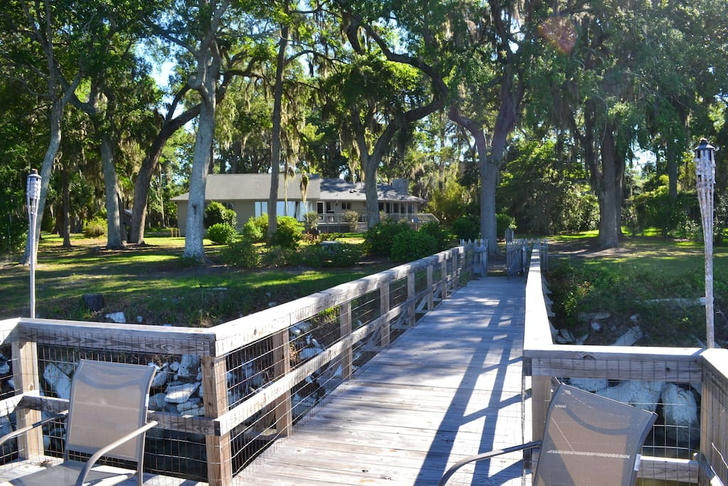 Cottage sits on large lot (over an acre) on a bluff with gorgeous live oak trees