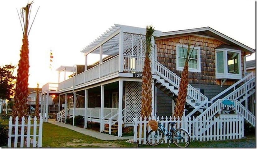 """""""Loggerhead"""" - Freshly Made Beds and Thirsty Towels - Let's Vacation!"""