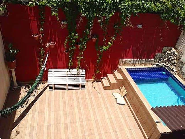 Quarto 304 c/piscina, churrasqueira, etc.