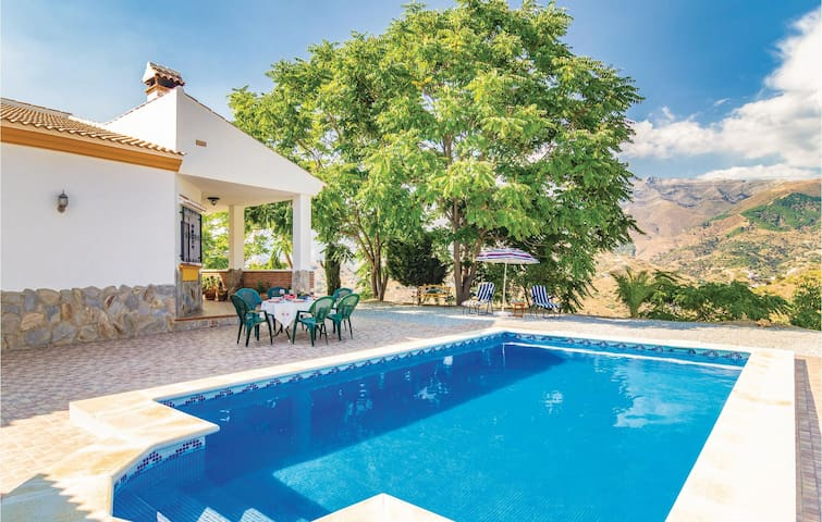 Holiday cottage with 3 bedrooms on 85m² in Salares/Malaga