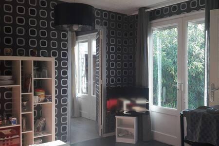 Jolie petite maison en fond de jardin à Rennes - 雷恩 - 独立屋