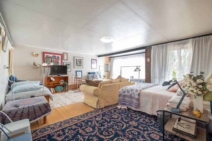 Cool & Spacious Room at Fig Tree Pocket