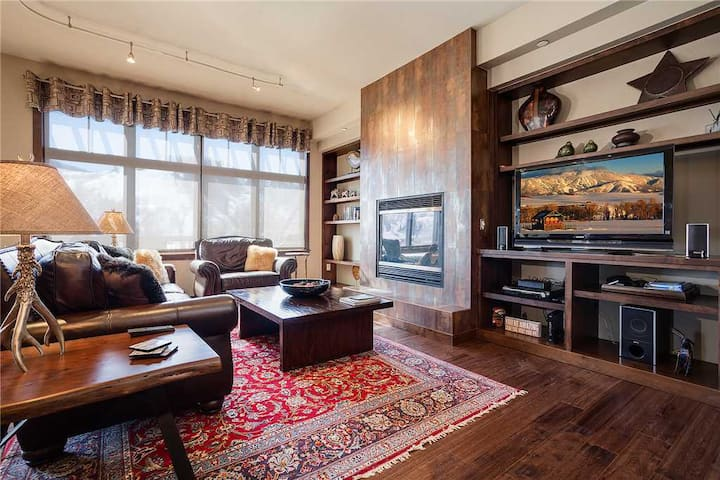 H403A by Pioneer Ridge: Downtown Penthouse ~ Amazing Views from Extensive Deck