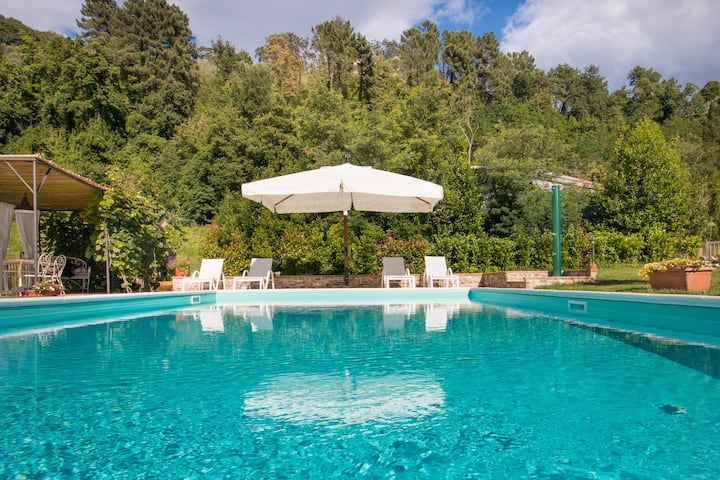 Il Poggiolo country house with private pool