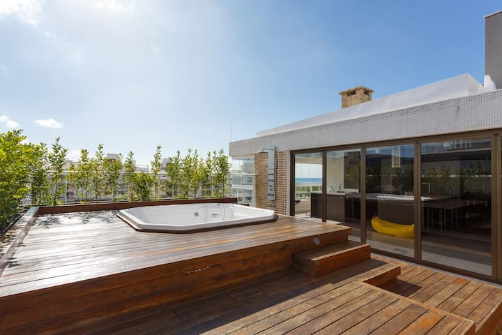 3 bedroom penthouse with access to Campeche beach