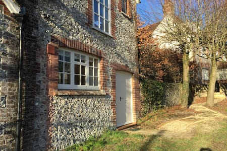 The Coach House - East Marden - Hus
