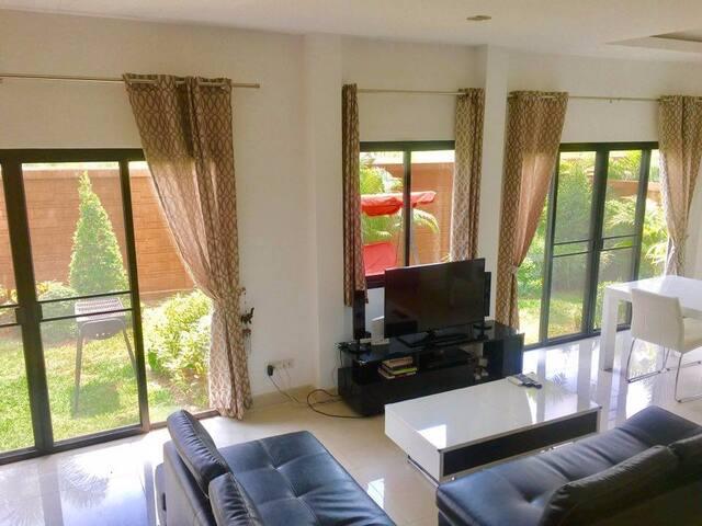 VILLA 3 BEDROOM DUSIT PATTAYA PARK - Pattaya City - Casa