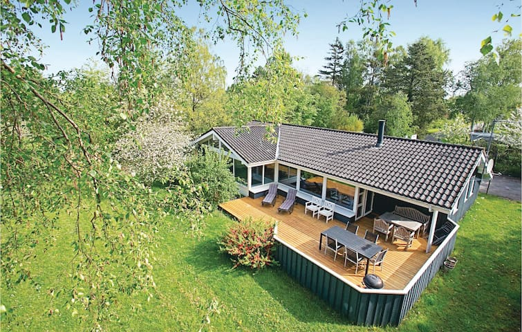 Holiday cottage with 4 bedrooms on 180m² in Gilleleje