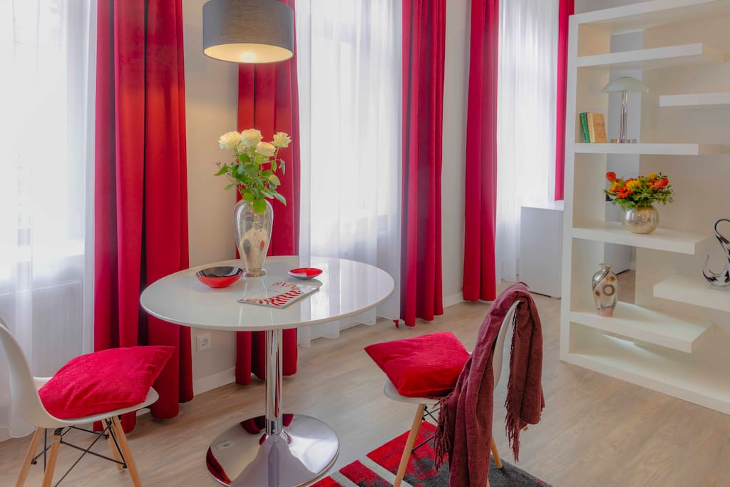 wohnen in villa inkl gratis parken wohnungen zur miete. Black Bedroom Furniture Sets. Home Design Ideas