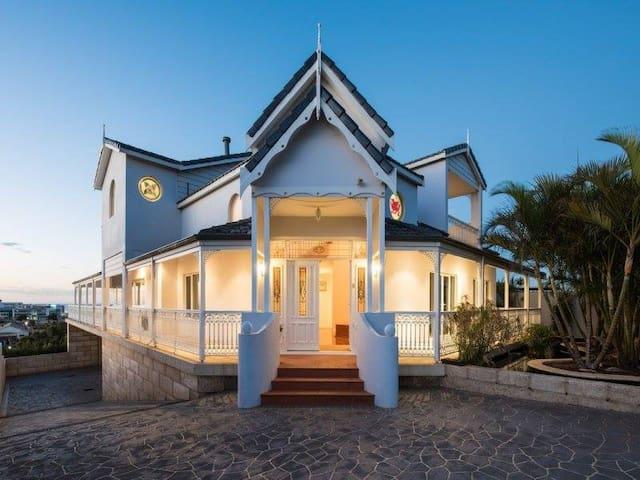 Abrolhos Views Holiday Home