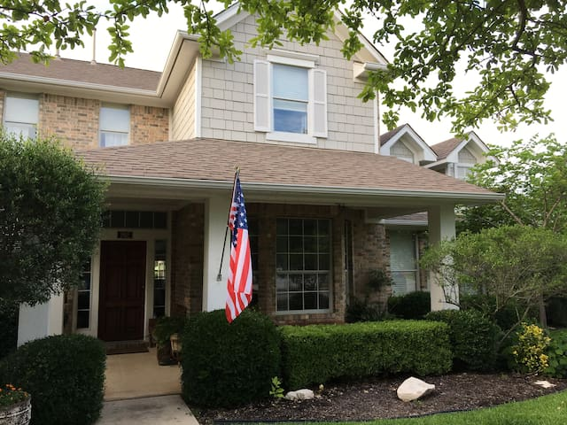 GEORGETOWN HOME WITH HOSPITALITY TO SPARE