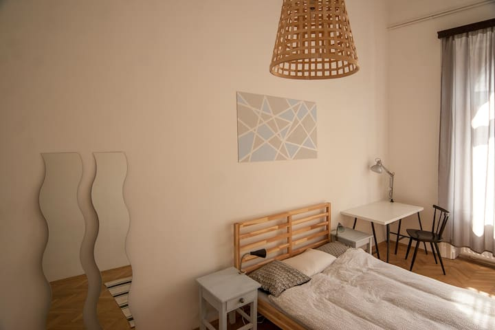 Nice and sunny room on Blaha Lujza Square