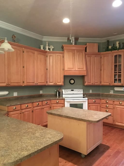 Huge beautiful fully functioning Kitchen
