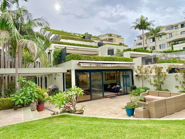 Bellevue Garden Oasis-hosted by:L'Abode