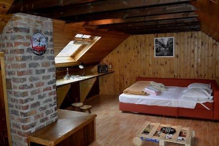 Ruime zolder ingericht als vintage slaapkamer - Tervuren