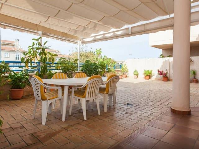 [679] Appartement avec ample terrasse, près du centre et de la plage