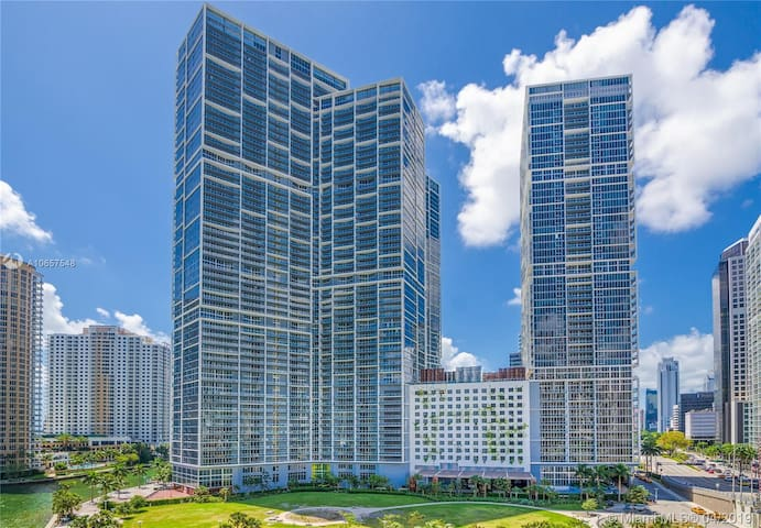 Beautiful 1 bedroom apt @ Icon Brickell