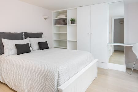 NHS discount Apartment with Private Patio