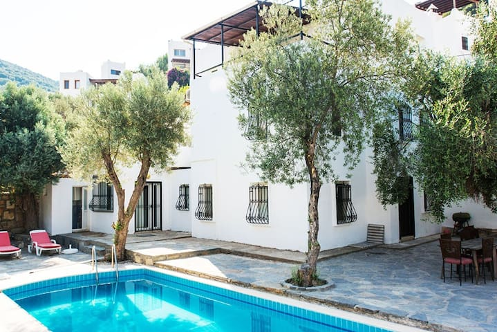 LARGE FAMILY HOUSE, priv garden & pool in TORBA - Bodrum - Haus