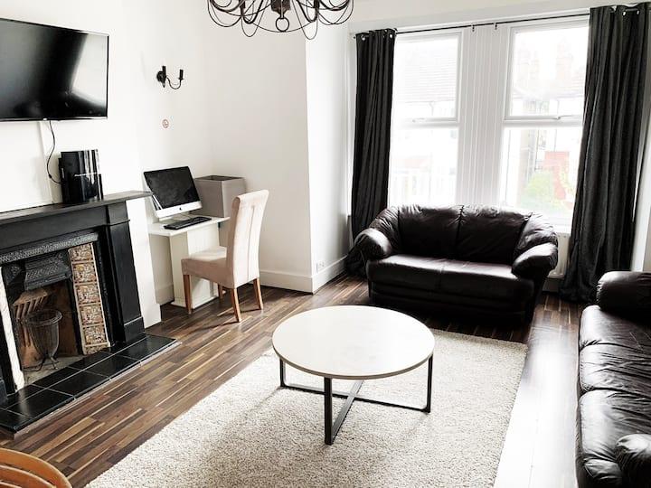 Beautiful Newly Refurbished Two Bedroom Flat
