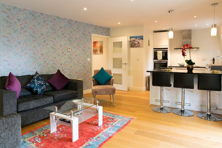 Penthouse with Terrace; 5 mins walk to City Centre