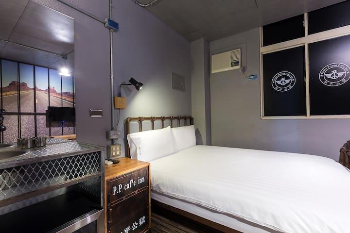 花蓮市區監獄風格雙人房 ❀ 獨立衛浴 ❀ 對外窗A