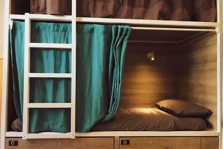 Cama tipo bunk-bed en habitation compartida