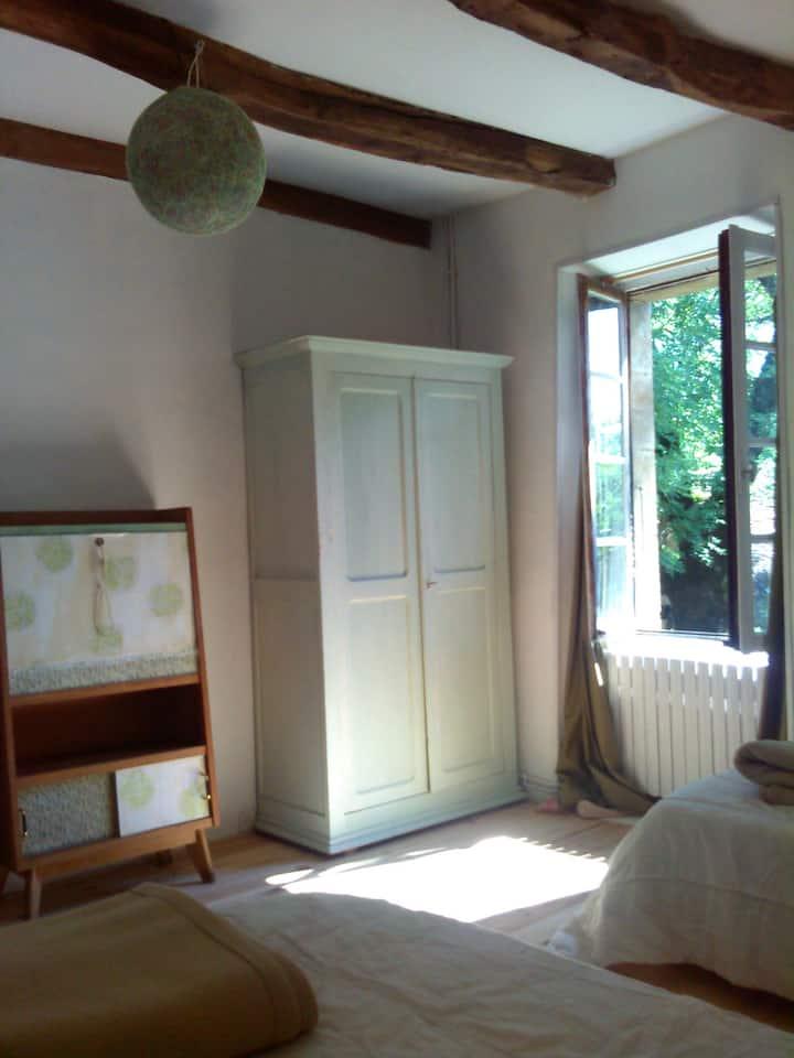 Dans la nature et le calme, la chambre Tilleul