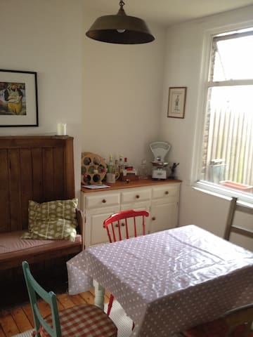 Double room in Victorian house - Romford - Hus