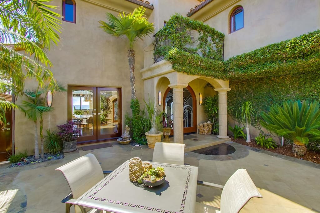 Beautifully landscaped front courtyard