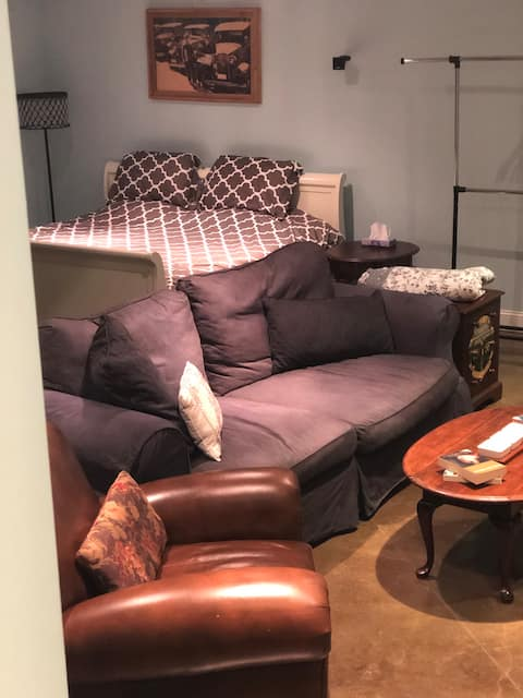 Best sleep of your life-private basement apartment