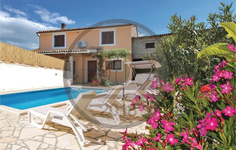 Semi-Detached with 3 bedrooms on 98 m²
