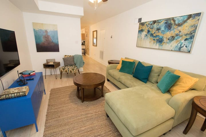 Adorable 2 bedroom in the Hip Bywater!