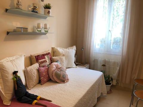 Habitación individual con baño privado y desayuno