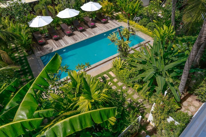 Deluxe King Pool View - One Way Airport Transfer - Krong Siem Reap - Bed & Breakfast