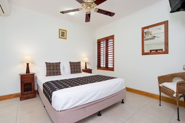 Comfortable & relaxed setting with plenty of room!